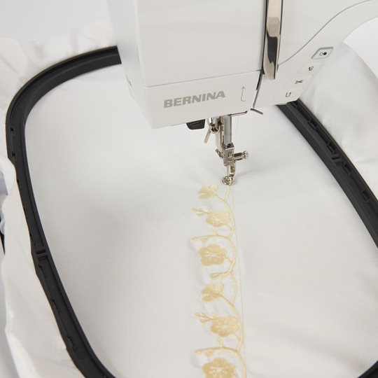B700_Keyfeature_EmbroideryArea